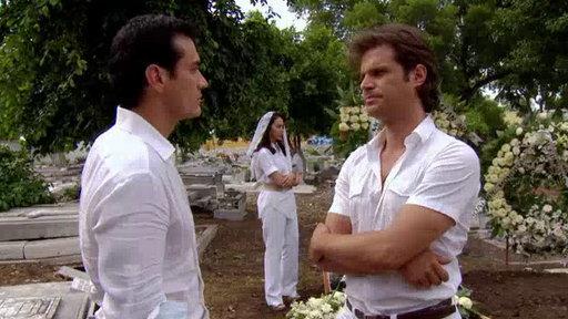 Damian y Gael Discuten en el Entierro Del Padre Guadalupe