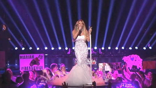 Mariah Carey Performs Live!