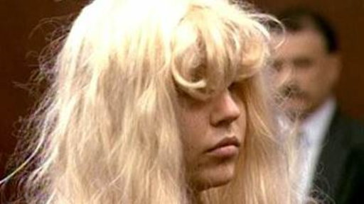 Amanda Bynes Shows up to Court in Blonde Wig