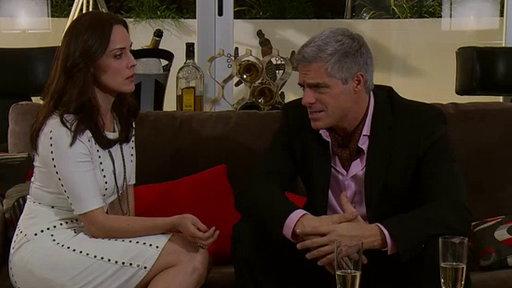 Amores Verdaderos: Florece El Amor de Carlos Y Adriana: Escena Del Día