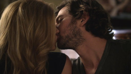 Liam and Rayna Hook Back up