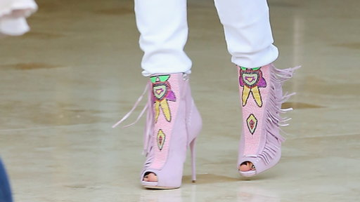Star Steps Out in Funky Footwear