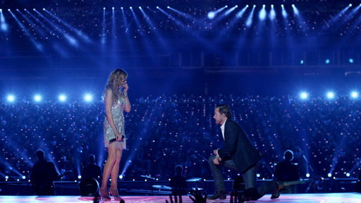 Luke Proposes to Rayna at Her Concert