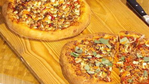 Ultimate Summer Party Food: Pulled Pork Pizza
