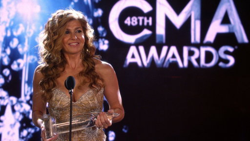 Rayna Wins Entertainer of the Year!