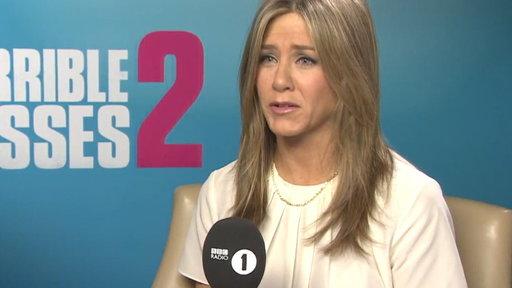Jennifer Aniston Plays Ultimate Prank On Reporter