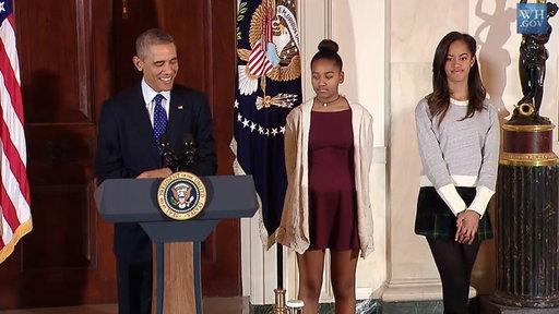 Sasha and Malia Not Impressed by Obama's Turkey Jokes